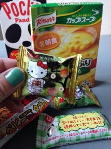Regner med at spise ungerne af med panda-chokoladen og nogle koala-kiks, som søs også har været så sød at købe. Resten er mit. På Gollum-måden.